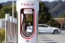 Сеть зарядных станций Tesla станет доступна для электромобилей других марок