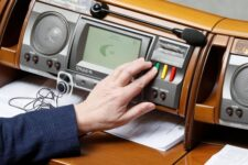 Парламент одобрил поэтапное увеличение суммы гарантирования до 600 тыс грн к 2023 году