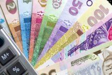 Рост средней зарплаты в Украине за год превысил 23%