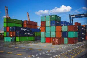 Зерно — на экспорт, машины — на импорт: чем и с кем торгует Украина