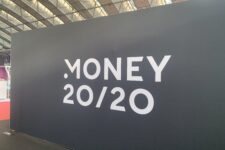 NFC-чипы и BNPL: ТОП фокусов первого дня конференции Money 20/20