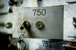 Банковская ячейка: для чего нужна и какие особенности ее использования