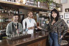 Лондонский паб меняет напитки на старые iPhone